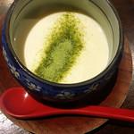 熔岩石焼 酉鳥 - 付き出しの手作り豆腐。抹茶塩が合ってて、立派な一品料理でした。