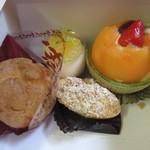 ケーキハウス・アン - この日はこの中から4種類のケーキをお持ち帰りしてみました。
