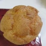 ケーキハウス・アン - サクサク生地で自慢のカスタードクリームを包んだシュークリームです。