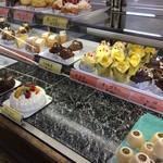 お菓子のこじま - 料理写真:ショーケース