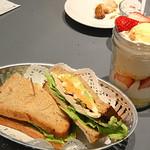 68541741 - アボカドチキンサンドと季節のフルーツジャーケーキ