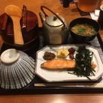 おひつ膳 田んぼ - 焼鮭定食