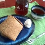 シフォンケーキ マリィ - 紅茶のシフォンに紅茶で