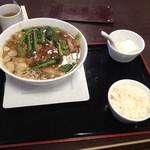 68547665 - 角煮あんかけラーメン972円  半ライスと杏仁豆腐付き