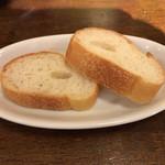 スペイン食堂 黒崎バル8 - お通しのバケット