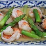 タイ国料理店 ラカン - エビとアスパラガスの炒め物