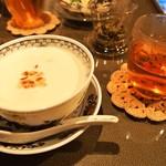 甜蜜蜜 - 台湾式美肌杏仁お汁粉(冷) & 中国茶セット