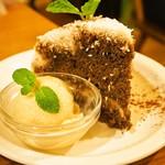 モダナークファームカフェ - ココナッツティラミス & 甘酒アイス