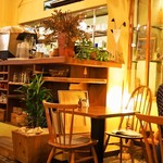 モダナークファームカフェ - テーブル席