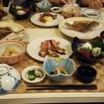 ホテルまつや - 料理写真:夕食(全体)
