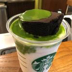 スターバックス・コーヒー - チョコレートケーキトップフラペチーノwith抹茶ショット620円の作り途中