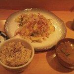 クレヨンハウス 広場 - ひとりディナー。季節野菜たっぷりの豆腐チャンプル