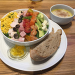 68570346 - FARMER'S COBB サラダ オーガニックアガベドレッシング(プレート1850円)