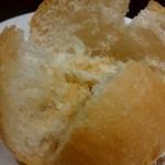 厨 - パン粉がテーブルに落ちない食べ方1