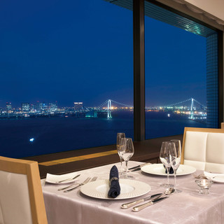 東京ベイの眺望を眺めつつ、優雅なひと時をお楽しみ下さい