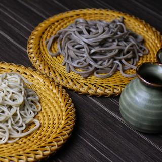 穴子天丼とのセットが人気!自家製粉の本格手打ち蕎麦