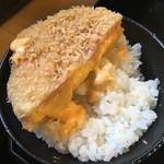 68575827 - ハムカツから流れでるチーズ