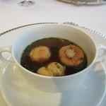 銀座 ハプスブルク・ファイルヒェン - スープ:ウィーンのコンソメスープ ファシエテを詰めたシュー生地を浮かべて
