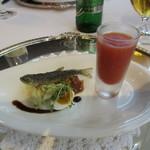 銀座 ハプスブルク・ファイルヒェン - アミューズ:稚鮎のフライ、キャベツのサラダとかぼちゃの種のオイルの香り トマトとニワトコの冷製スープ