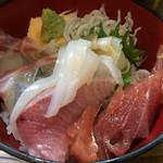 68577349 - ランチの海鮮丼