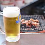 伊勢屋本店 - ピリ辛軟骨と生ビールは最高です!!