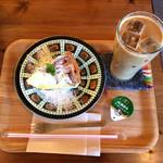 cafe ネンリン - アイスカフェラテとレモンタルト
