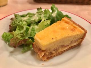 パリのワイン食堂 - オードブル ロレーヌ風キッシュ
