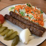 トポリ - 「キャバーブクビデ」(1000円) 柔らかい羊ひき肉の串焼き。ペルシャの定番料理。バスマティライスつき。こんがり焼けたキャバブは香り高くジューシー!