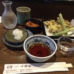 68585642 - 舞茸天ぷら(ハーフ)¥400-+巻機 純米吟醸(高千代酒造)¥680-