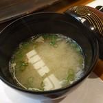 英 - 味噌汁