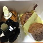 パティスリーエム - 料理写真:アップルパイ、コーヒーゼリー、シュークリーム