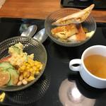 68596032 - サラダバー、スープ、ホットサンド、フレンチトースト