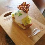 コトカフェ - ゴールデンキウイとココナッツクリームのレモンタルト1