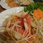CCB シーフードレストラン アンド バー - 春巻き¥650、ソムタム¥1,100