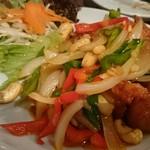 CCB シーフードレストラン アンド バー - 鶏カシューナッツ炒め¥950
