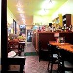 ヒマール キッチン - 奥に長い店内です