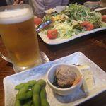 居酒屋三つ葉 - ビール、お通し、サラダ