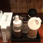 永斗麺 - 卓上調味料たち