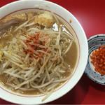 千里眼 - ラーメン麺半分 ヤサイ半分 ニンニク・ショウガ・カラアゲ別皿で 730円