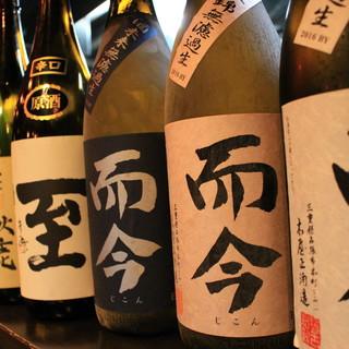 店主自ら蔵に赴き仕入れた日本酒や、全国各地の地酒