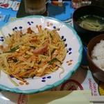 琉球の味 あちゃ家 - しりしり定食の全景