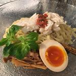 麺や庄の gotsubo - 「トウモロコシの冷たいつけ麺」890円の麺皿