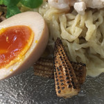 麺や庄の gotsubo - 炙られたヤングコーン