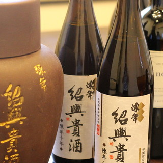 紹興貴酒、ワイン…それぞれの料理に合わせた極上の一杯を