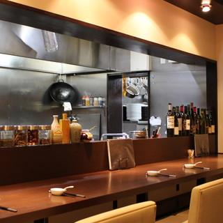 中華料理店のイメージを一新!洗練されたスタイリッシュな空間
