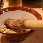 京屋 - お鍋はゴマをすって