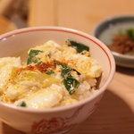 京屋 - ダシのしみ込んだ卵とじをご飯にかけて