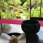 山本亭 - 花菖蒲を眺めながら♪