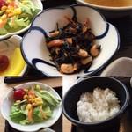 川市 - この日の小鉢はひじき煮でした サラダ&白飯