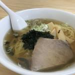日楽家 - 出来合いスープの390円ラーメン